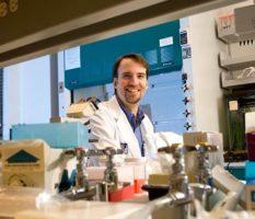 Douglas Thamm в лаборатории